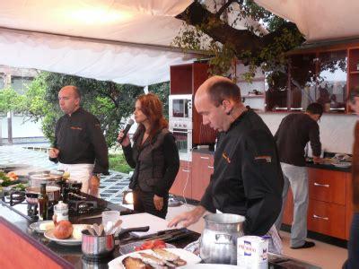 cours cuisine montr饌l cours de cuisine par 28 images cours de cuisine par un chef de restaurant cours fantasky cours de cuisine par claude pohlig siematic cuisine
