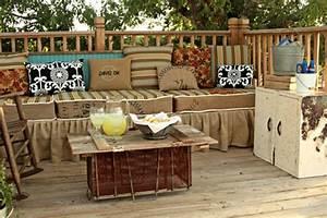 Coussin Pour Salon De Jardin En Palette : le salon de jardin en palette bricolez vos meubles patio incroyables ~ Teatrodelosmanantiales.com Idées de Décoration