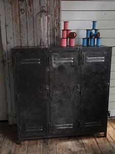 Mobilier Industriel Ancien : ancien meuble enfilade industriel a 3 portes 1950 meuble enfilade enfilade et industriel ~ Teatrodelosmanantiales.com Idées de Décoration