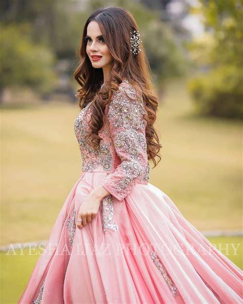 latest beautiful clicks  actress komal meer pakistani