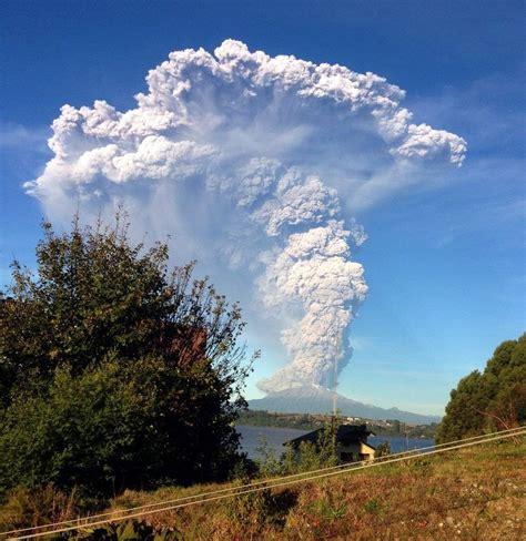 Sernageomin decreta Alerta Roja por erupción del volcán