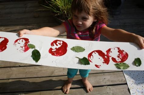 10 preschool apple crafts for ages 2 5 happy hooligans 600 | img 0223