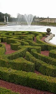 File:Blenheim Palace Fountains in the Garden, Oxforshire ...