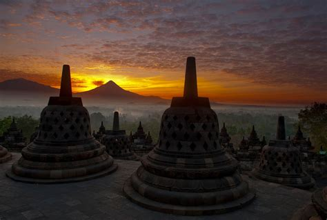 sunrise  borobudur   worth  money backpackerlee