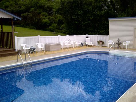 16 Swimming Pool Fence