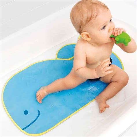 tapis de bain adh 233 rent et coussin 233 pour b 233 b 233 et enfant