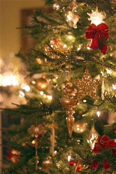 christmas holiday decor   balancing beauty