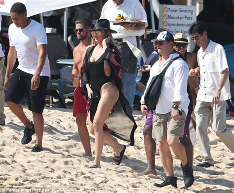 Khloé Kardashian sizzles in high-cut swimsuit in Cabo ...