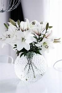le vase boule petit objet avec de grandes idees With affiche chambre bébé avec fleur lys blanc