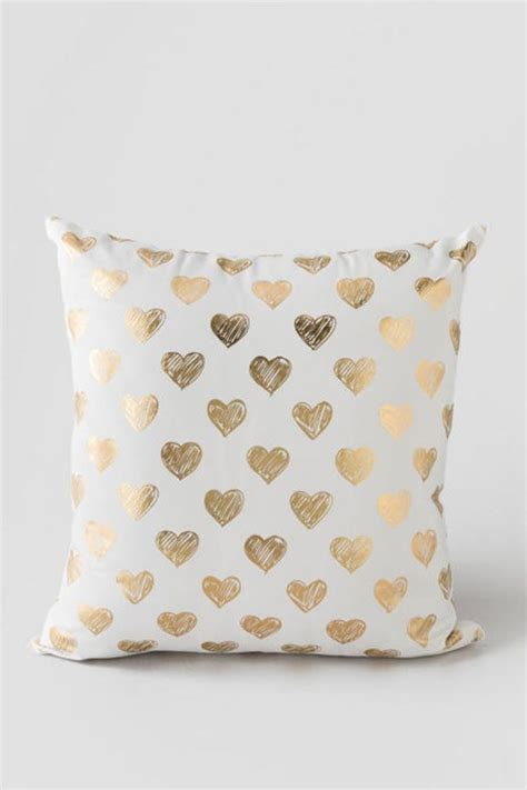 white and gold decorative pillows pin by vicki fitzgerald on gold white ps 1736