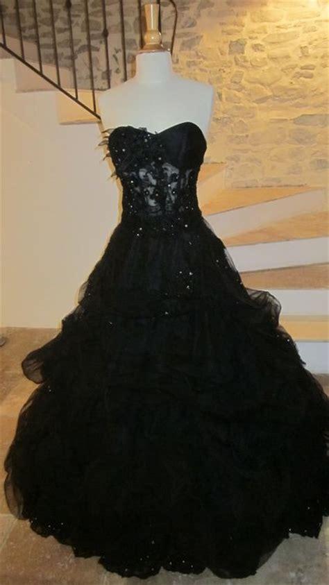 robe noire de mariee bustier avec strass jupe traine