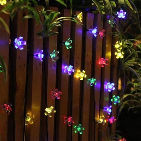 guirlande lumineuse exterieur solaire noel guirlande lumineuse ext 233 rieur solaire f 233 e lumi 232 re 7 m multi couleur 50 led fleurs 233 clairage