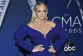 Carrie Underwood shares photo of her face months after ...