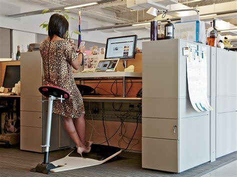 bureau position debout pour être en meilleure santé ne restez pas assis