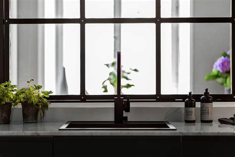 cuisine grise fenetre interieure dans cuisine