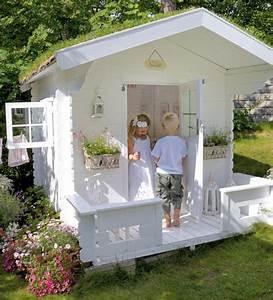weisses spielhaus mit super design spielen im garten With französischer balkon mit spielhaus garten kinder