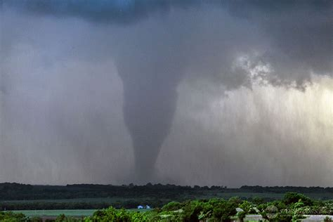 May 25, 2016: Abilene Kansas Wedge Tornado - StormTours.com