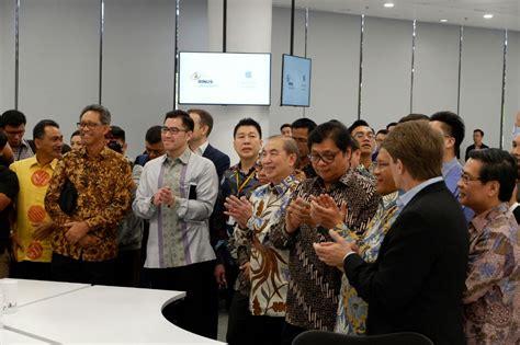 apple opens developer academy  indonesia