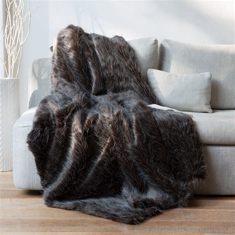 plaid pas cher pour canapé plaid fausse fourrure autruche noir blanc 140x180cm