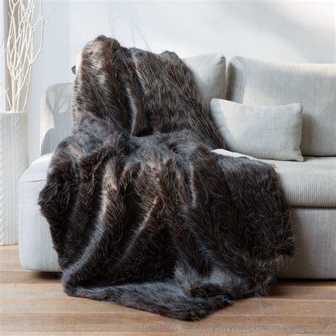 plaids fausse fourrure pour canap plaid fausse fourrure autruche noir blanc 140x180cm