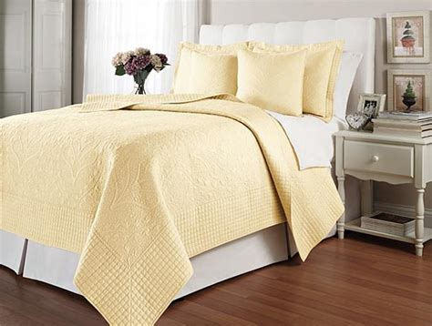 Yellow Quilted Coverlet by Hton Pale Yellow Matelasse Quilt Coverlet Set Bedding