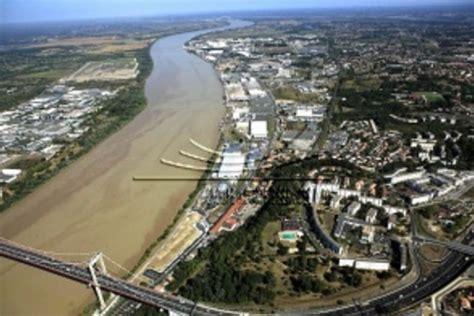 vue du port de bordeaux le port de bordeaux investit dans un septi 232 me terminal quotidien des usines