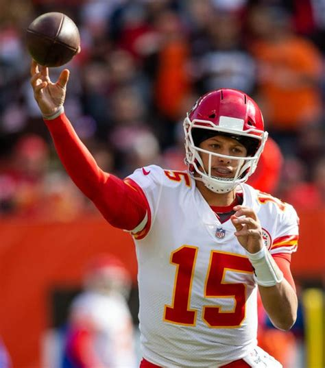 nfl qb hot sheet chiefs rams game features  top young