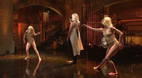sia performs quot chandelier quot and quot elastic quot with dancers