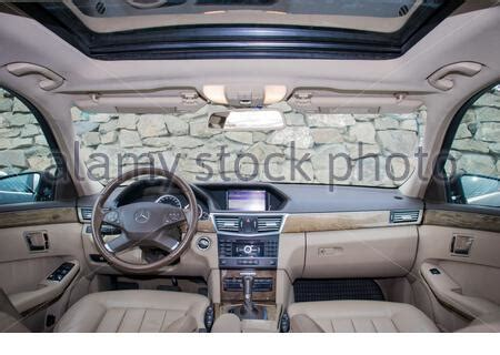 Wood colour (elegance it walnut and avantgarde is maple) front grille (elegance has less chrome slats) ride height (avantgarde is lower/stiffer). Avantgarde interior leather anthracite Mercedes w211- E ...