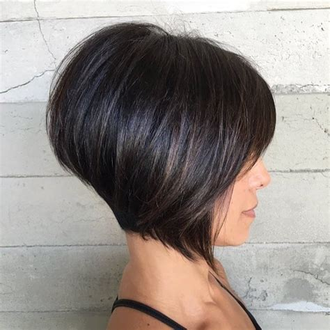 Women's Short Brunette Inverted Bob with Bangs and Highlights
