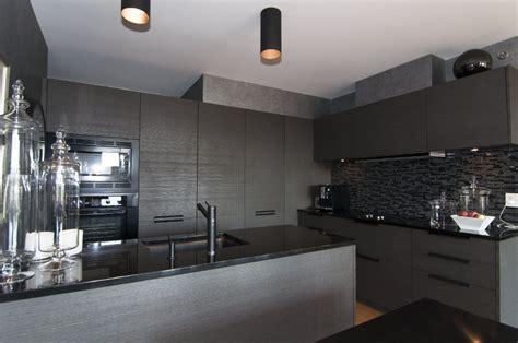 cuisine gris noir 6 surprenantes décos cuisine gris et noir