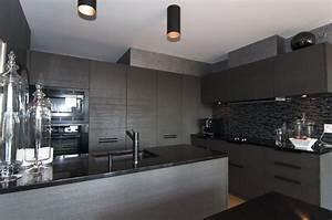 l39appartement d39un italien dans la petite italie valerie With cuisine noire et grise