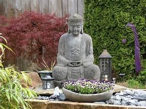 Buddha Statue Im Garten : zen garten als dekorativer blickfang g rten der welt ~ Bigdaddyawards.com Haus und Dekorationen