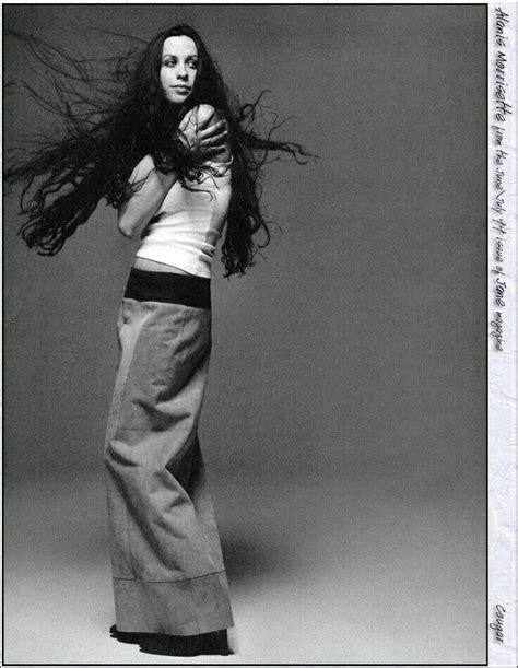 Alanis Nadine Morissette es una cantante, compositora ...