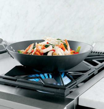 monogram zdpnpss   pro style dual fuel range   sealed dual flame stacked burners