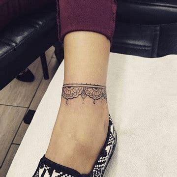 2 tatuajes en el tobillo para mujer y 2 pulseras tatuadas