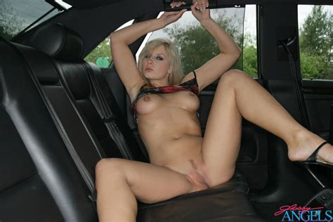 Live Sexcam Heaven Sexy Nude Babe Nikol Sweet Body In Her Car