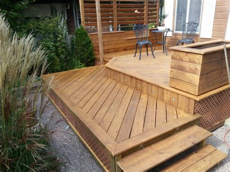idee de patio en bois go renovaction une terrasse en bois trait 233 en c 232 dre ou en plastique go renovaction