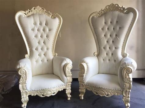 throne white on white