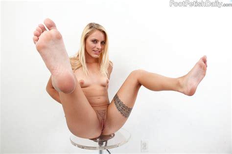 Cameron Canada shows her sexy body and nice feet - My Pornstar Book