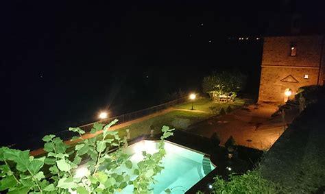 chambre d hotes à conques piscine vue de nuit château de la servayrie chambres d