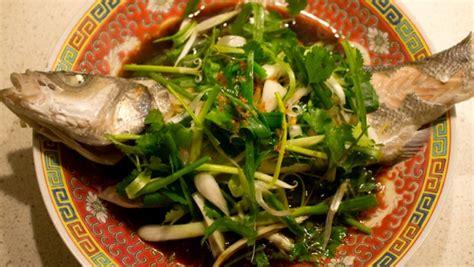 cuisine cantonaise poisson vapeur à la cantonaise 粤式蒸鱼 le gastronome parisien