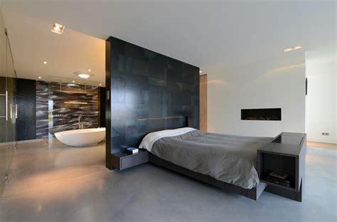 binnenhuisarchitect ede villa o luxe slaapkamer met open haard stalen wand van