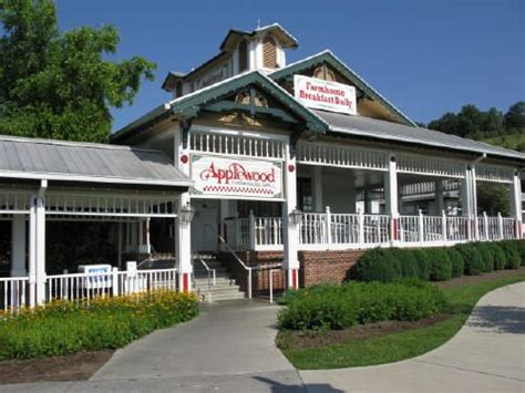 apple barn restaurant pigeon forge applewood barn gatlinburg tennessee only in the south