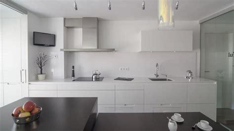 paniers coulissants pour meubles cuisine meuble de cuisine avec porte coulissante avec paniers