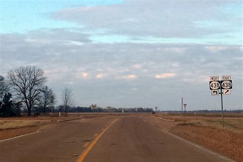 File:Highway 61 intersects Highway 438 north of Hollandale ...
