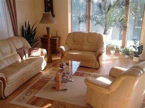 nettoyer un canapé en cuir avec du lait de toilette entretenir et nettoyer un canapé en cuir guide astuces