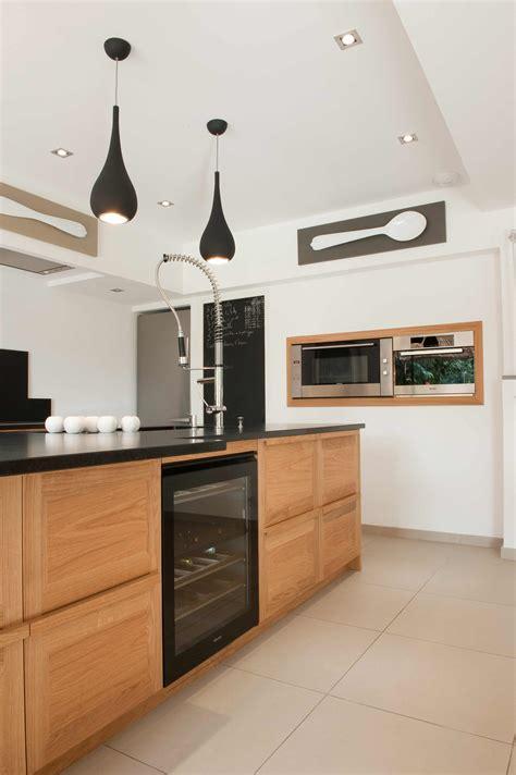mouvement cuisine innovation chêne avec cadre et granit noir 2 cuisines