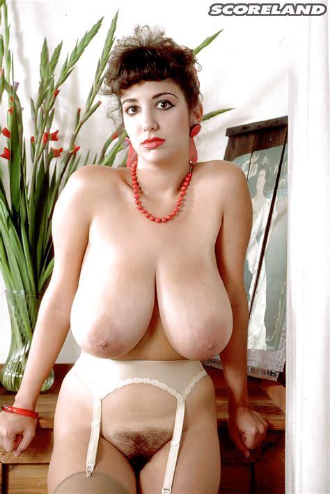 Older Big Tit Model Devon Daniels Struts In Stockings