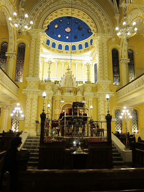 File:The Great Synagogue in Sydney, bimah.JPG - Wikimedia ...